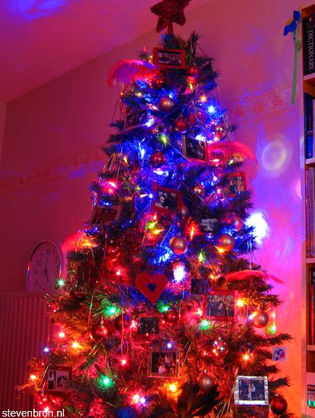 [img width=453 height=600]http://www.stevenbron.nl/images/kerstboom.jpg[/img]